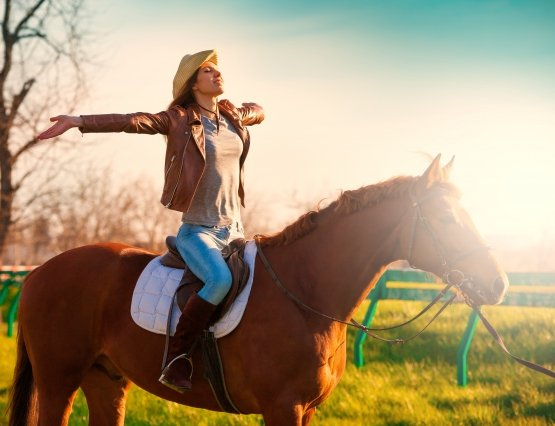 shutterstock_girl on horse